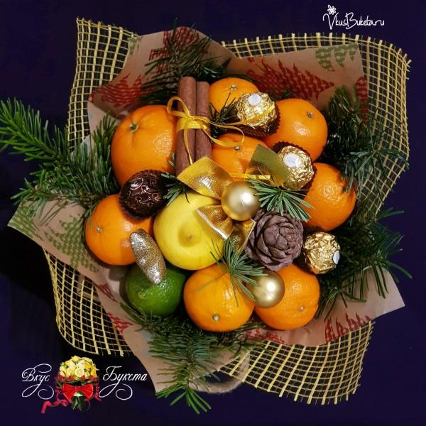 Новогодний букет из мандаринов и еловых веток